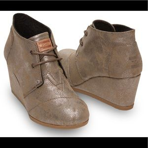 Toms Metallic Taupe Wedges Size 6.5